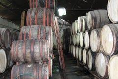 Buteljera den kubansk rom destillerade vinkällaren Arkivfoto