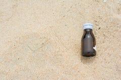 Buteljera på stranden Fotografering för Bildbyråer