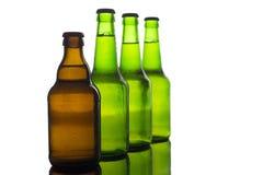Buteljerar av öl arkivbild