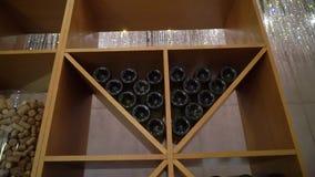 Buteljerar av wine stock video
