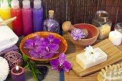 Buteljerar kosmetiskt stilleben för Span med skalning Royaltyfria Bilder