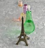 butelkę perfum siatek ciągnącego wektor ilustracyjny obrazy stock
