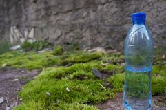 Butelka świeża woda Zdjęcia Royalty Free