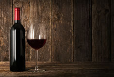 Butelka czerwone wino i szkło Obraz Royalty Free