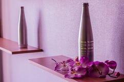 Butelka i orchidea Zdjęcia Royalty Free