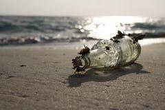 Butelka na plaży Zdjęcie Stock