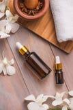 Butelka, naturalna woń aromata zdrój lub i oliwimy zdjęcie royalty free