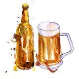 Butelka piwo i filiżanka Zdjęcia Royalty Free