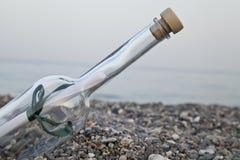 butelka umieszczający morze Fotografia Stock