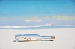 Butelka z wiadomością Zdjęcie Royalty Free
