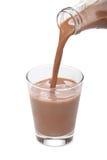 butelki czekoladowego mleka dolewanie Fotografia Stock