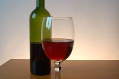 butelki czerwonego wina wineglass Obraz Royalty Free