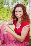 butelki dziewczyny woda Obraz Royalty Free