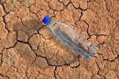 butelki kłamstwa woda Zdjęcia Stock