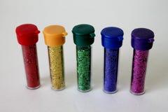 Butelki kolorowa błyskotliwość na białym tle Zdjęcia Royalty Free