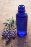 butelki kwiatów lawendowy perfumowanie Fotografia Royalty Free