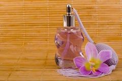 butelki kwiatu szklany pachnidło fotografia stock