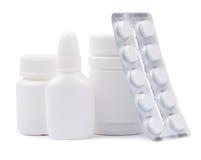 Butelki medycyny i pigułki w bąbel paczce Fotografia Royalty Free