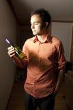 butelki mienia mężczyzna wino Zdjęcia Royalty Free