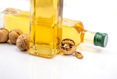 butelki oleju dwa orzech włoski obrazy stock