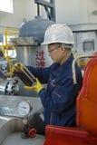 butelki samiec oleju wiejski pracownik Obraz Stock