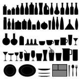 Butelki, talerza, szkła i filiżanki kolekcja, - sylwetka Zdjęcie Stock
