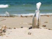 butelki wiadomość obraz stock