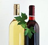 butelkuje czerwonych biały wina Fotografia Royalty Free