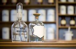 butelkuje medycynę zdjęcia royalty free