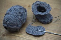 Butins tricotés de chéri Photo libre de droits