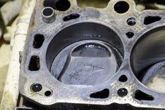 Butla blok czterocylindrowy silnik Demontujący pojazd mechaniczny dla naprawy Części w parowozowym oleju Samochodowego silnika na Zdjęcie Stock