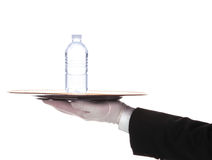Butler met de Fles van het Water op Dienblad Royalty-vrije Stock Afbeelding