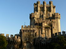 Butroiko gaztelua , Gatika ( Basque Country ). Castle of Butron in Gatika at sunset, Biscay (Basque Country Stock Photo