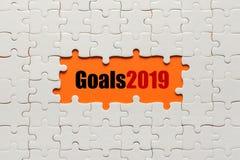 Buts 2019 Détails blancs de puzzle sur le fond orange photographie stock