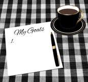 Buts papier et tasse d'arrangement de café Photos libres de droits