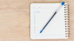Buts pour 2016 - liste de contrôle sur le bloc-notes avec le stylo Images libres de droits