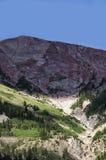 Butte-Berg mit Haube als die Sonne geht unten Lizenzfreies Stockfoto