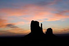 Butte bij zonsopgang in Monumentenvallei Stock Afbeeldingen