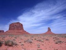 Butte dans le désert de la vallée de monument Photos stock