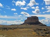 Butte Fajada на парке каньона Chaco национальном историческом стоковые изображения rf