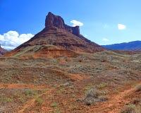 Butte längs huvudväg 128 i östliga Utah Arkivbild