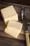 Butter auf Schneidebrett Lizenzfreie Stockfotografie