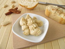 Butter mit Zimt und Mandeln Lizenzfreies Stockbild