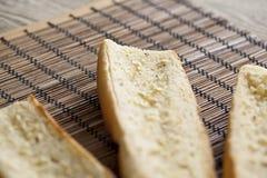 Buttered rostade bagettbröd arkivbilder