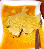 Butterfischfische mit goldenem gelbem Curry dienten heißes lizenzfreies stockfoto