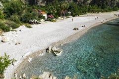 BUTTERFLY VALLEY STRAND, TURKIET - JUNI 01: Turister besöker berömt Arkivbild
