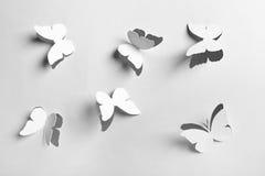 Butterflyes de papier abstraits blancs de découpage Image libre de droits