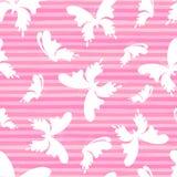 Butterflys en el fondo rosado de las rayas Vector el modelo inconsútil fotografía de archivo libre de regalías