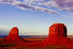 Buttes bei Sonnenuntergang, die Handschuhe, Merrick Butte, Monument-Tal, A Stockfotos