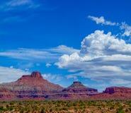 Buttes de l'Utah avec des cumulus image stock